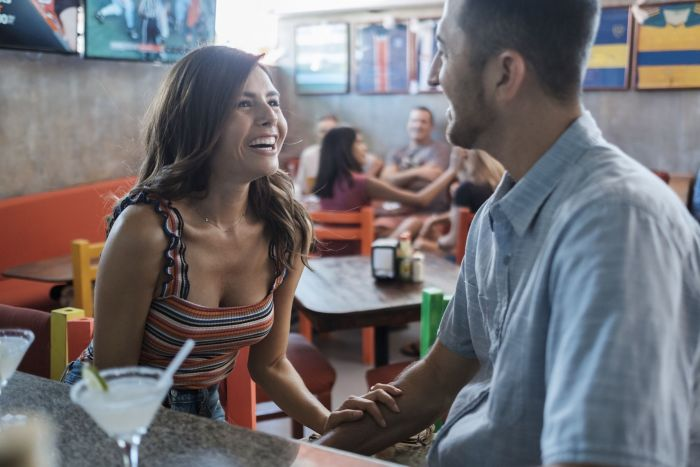 A couple meeting at a sports bar, she likes him but he turns out to be someone else.